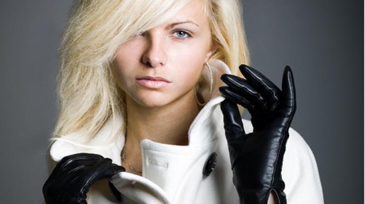 Kadınların deri eldiven tutkusu bu kış da moda!