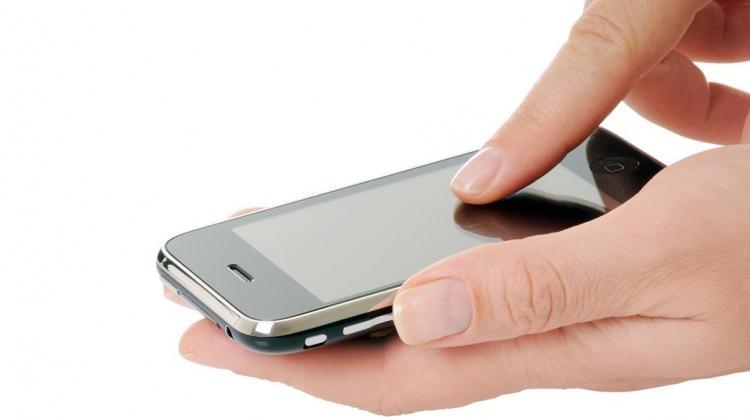 Cep telefonu uyarısı: Konuşmayın, mesajlaşın...