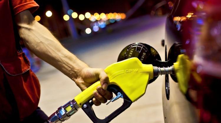 Benzine rekor zam! Benzin fiyatları ilk defa bu rakamı görüyor...