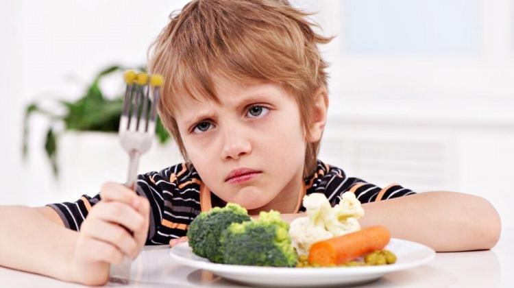Yemeyen çocuğu zorlamayın!
