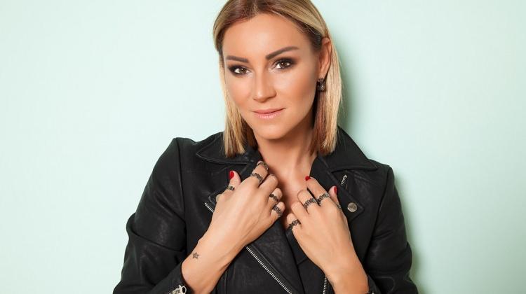 Pınar Altuğ dizisini unutmadı