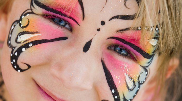 Çocuklar için yüz boyası yapımı