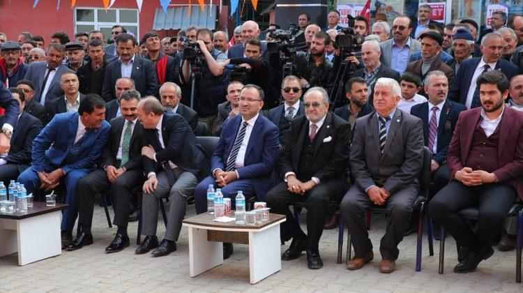 """""""Türk düşmanlığı üzerinden iç politika yapıyorlar"""""""