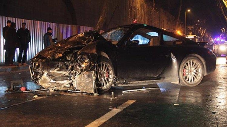 Rüzgar Çetin otomobilini satışa çıkardı
