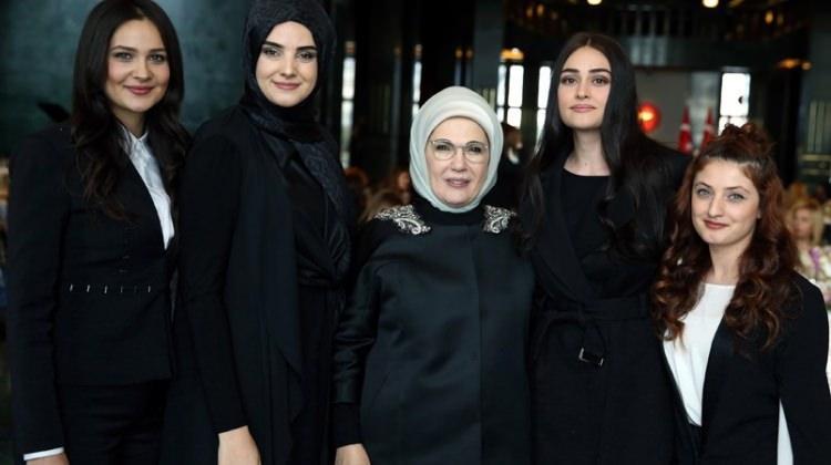 Ünlü isimler Külliye'de Emine Erdoğan'la buluştu