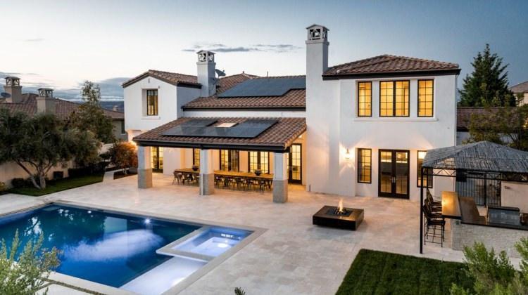 Kylie Jenner 19 yaşında 3.9 milyon dolara ev aldı