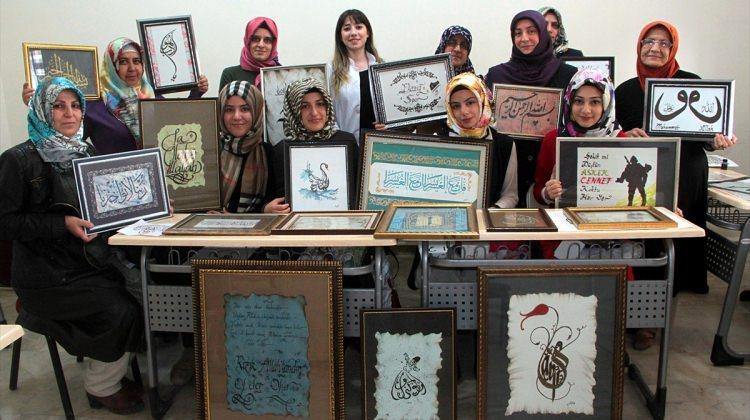Kadın inceliğini hat ve kaligrafi sanatına yansıttı
