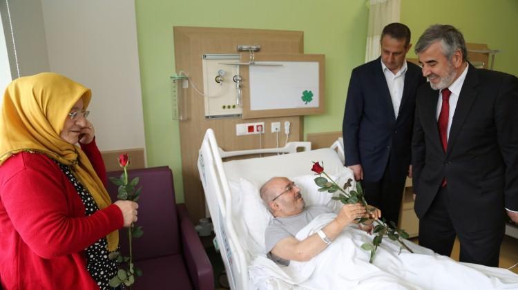 İstanbul Müftüsü hastaları ziyaret etti