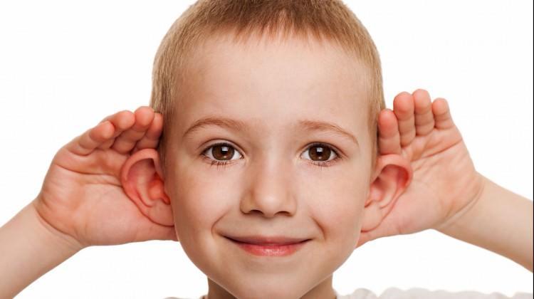 Kepçe kulak sorunu ameliyatla gideriliyor