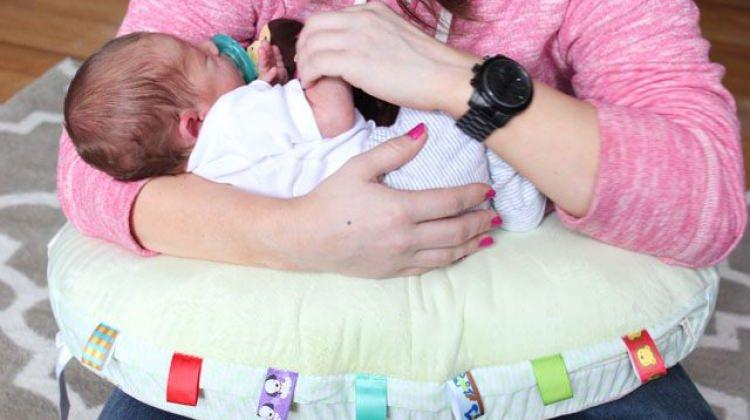Bebeğinizi emzirirken bu yastıkları tercih edin!