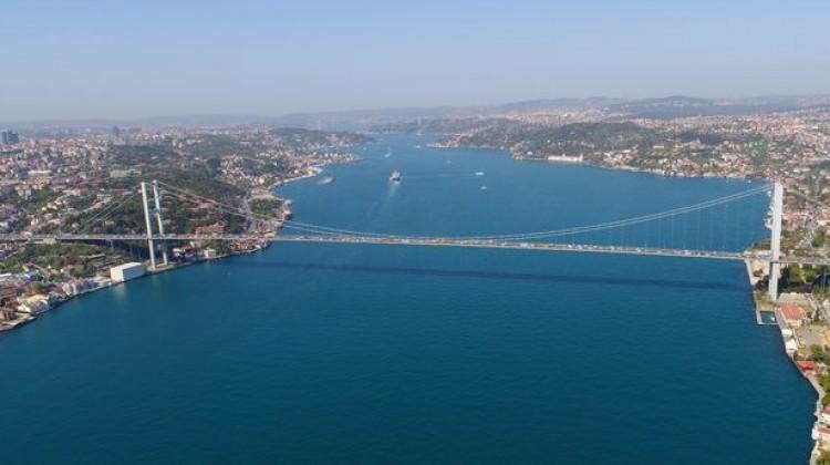 İstanbul Boğazı geçişlere kapatıldı