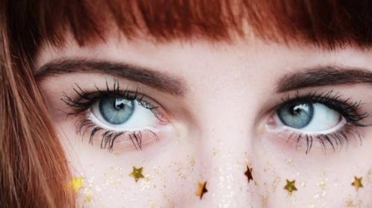 Göz makyajında yıldız modası