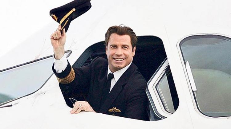 John Travolta uçağını bağışladı