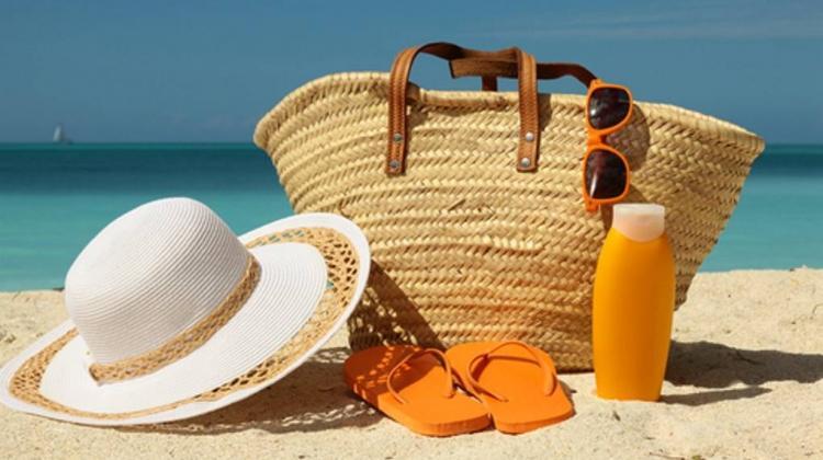 Plaj çantasında bulunması gereken ürünler