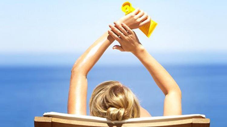 Yüzmeye giderken güneş koruyucu sürmeyin!