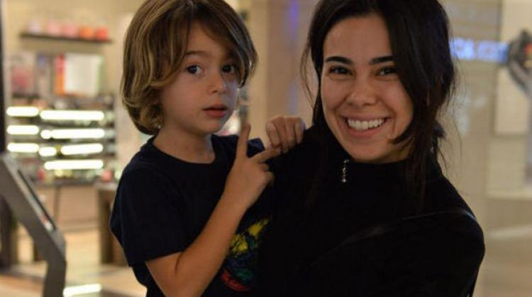 Asena Atalay oğlu olmadan tatile gitti
