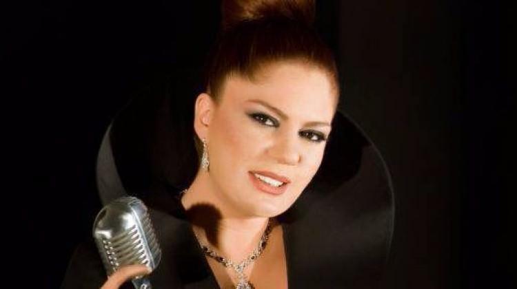 Ünlü şarkıcı İzel geri dönüyor