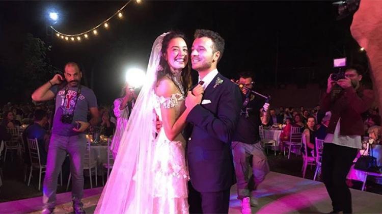 Azra Akın Edirne düğünü ile evlendi