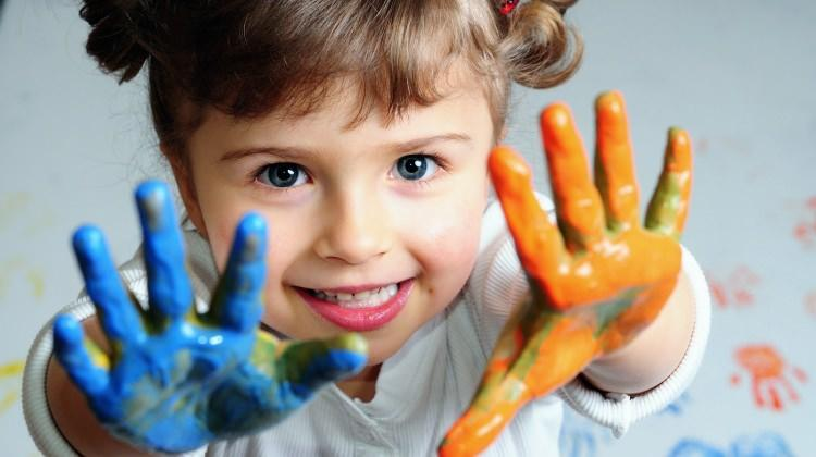 Çocuklara ev eğlencesi: 2-4 yaş çocuklar için eğitici oyunlar