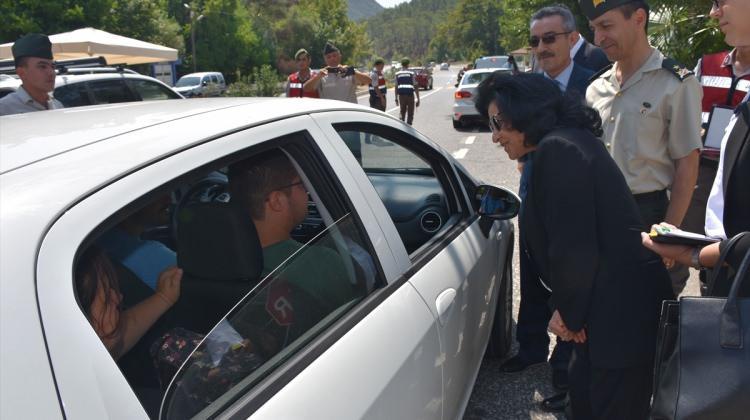 Marmaris'e gelen tatilcileri Vali karşıladı