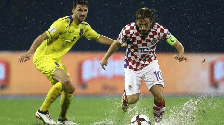 Hırvatistan-Kosova maçı tatil edildi