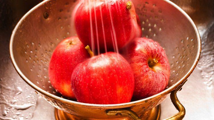 Elmalar yıkanarak mı tüketilmeli?