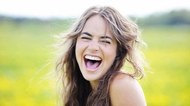 Gülmek kırışıklığa sebep olur mu ?