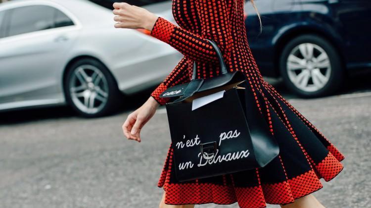 Trend alarmı: Sloganlı çantalar