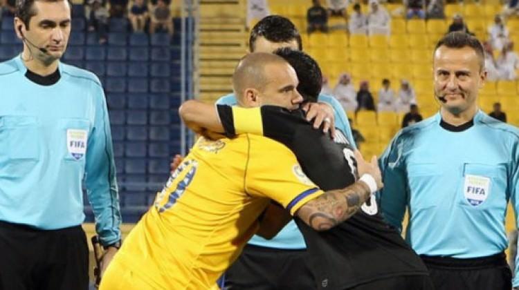 Katar'da Xavi, Sneijder'i üzdü