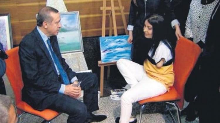 Ayağıyla resim yaptı, yetmedi kitap yazdı