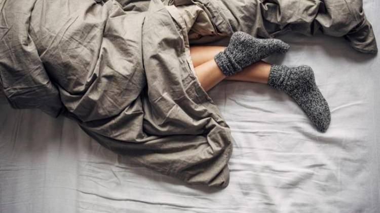 Çorapla uyunur mu? Zararları neler?