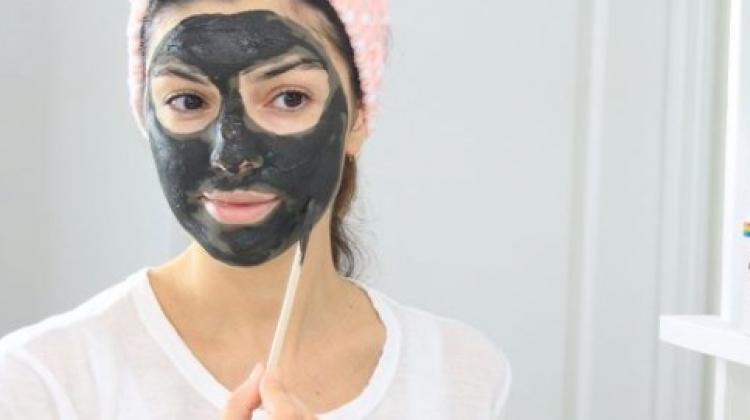 Evde kömür maskesi nasıl yapılır? Kömür maskesinin faydaları nelerdir?