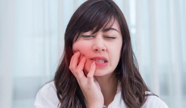 Diş eti kanseri belirtileri nelerdir? Dişlere iyi gelen besinler hangileridir?