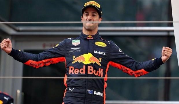 Çin'de kazanan Ricciardo!