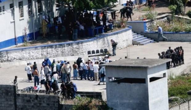 Cezaevinde isyan: 7 ölü, 25 yaralı