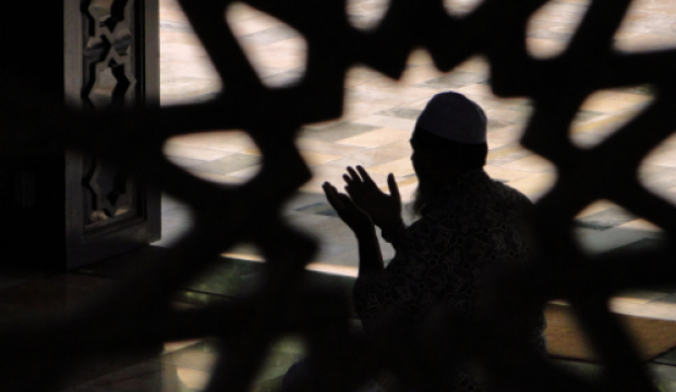Cuma günü sıkıntı ve vesveseden kurtulmak için hangi dualar okunmalıdır?