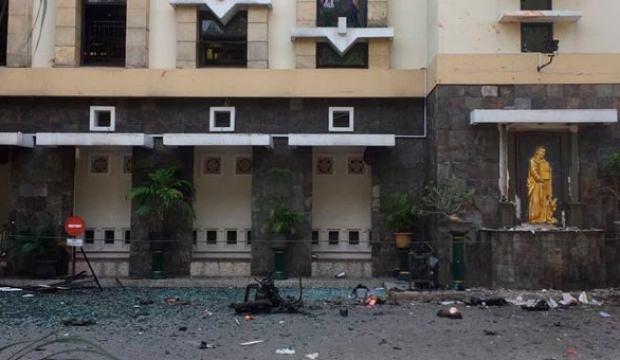 Endonezya'da kiliselere saldırı! Bilanço açıklandı