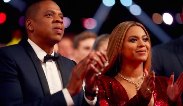 Beyonce ve Jay Z ikizlerini sahnede paylaştı