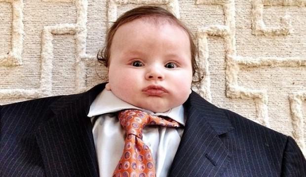 Takım elbiseli en komik bebekler