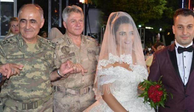 Komutanlar onun düğününe akın etti!