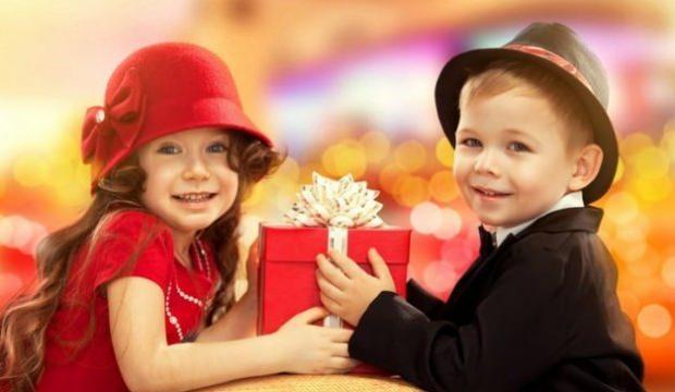 Çocuklarınıza pahalı hediyeler almayın