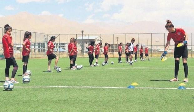 Yüksekova'nın başarılı kadın futbol takımı
