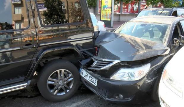 Sibel Can ve oğlu Engin trafik kazası geçirdi