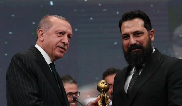 Başkan Erdoğan'dan Bülent İnal'a ödül!