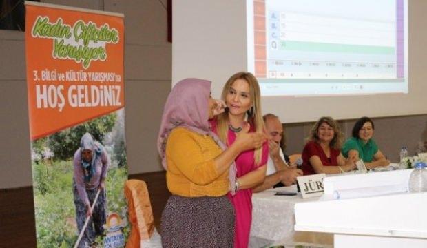 İlkokul mezunu çiftçi kadın bilgi yarışmasında birinci oldu