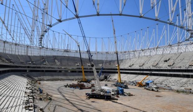 Stadyum inşaatında inceleme