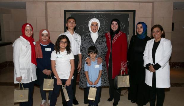 Emine Erdoğan New Jersey'de öğrencilerle görüştü