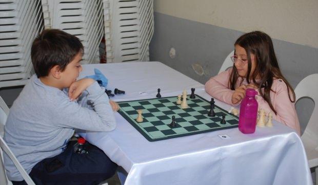 Cumhuriyet Bayramı'nı satranç oynayarak kutladılar
