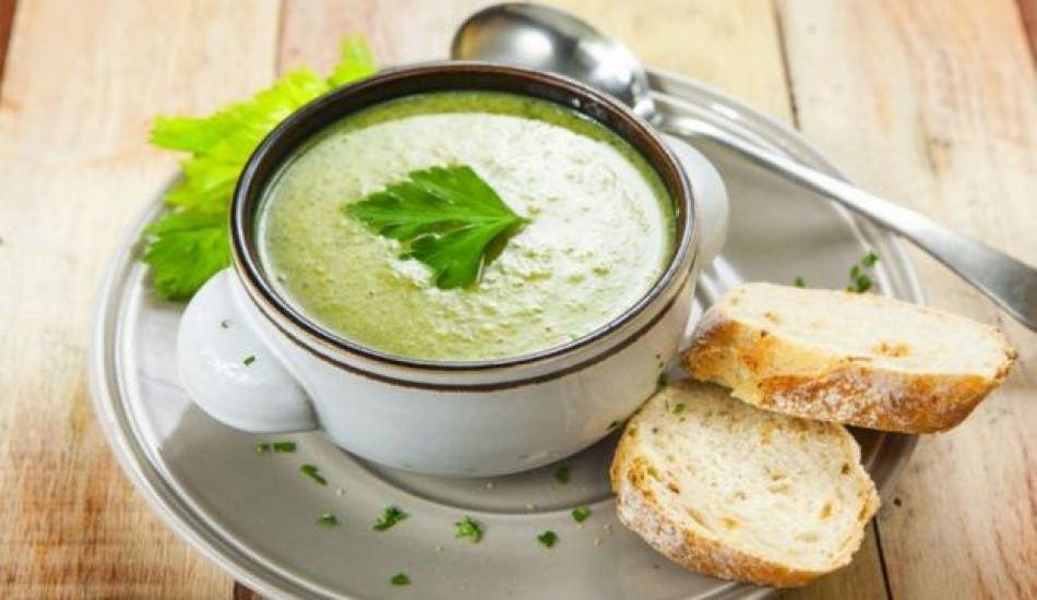 Çiğ yeşil çorba nasıl yapılır?