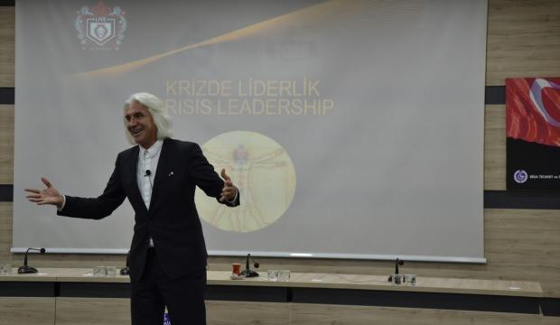 """Biga'da """"Krizde Liderlik"""" konulu seminer düzenlendi"""